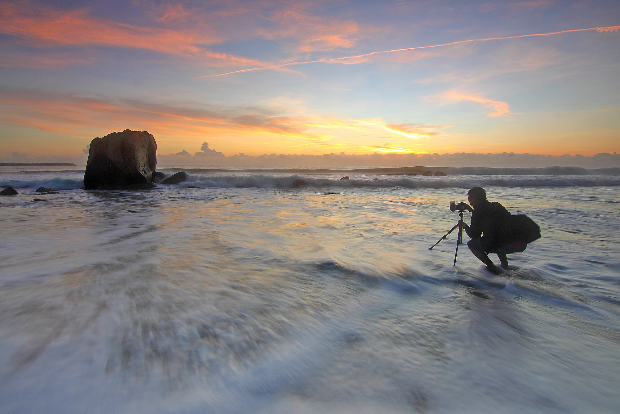 fotografas-peizazas-jura-apsvietimas-saulelydis