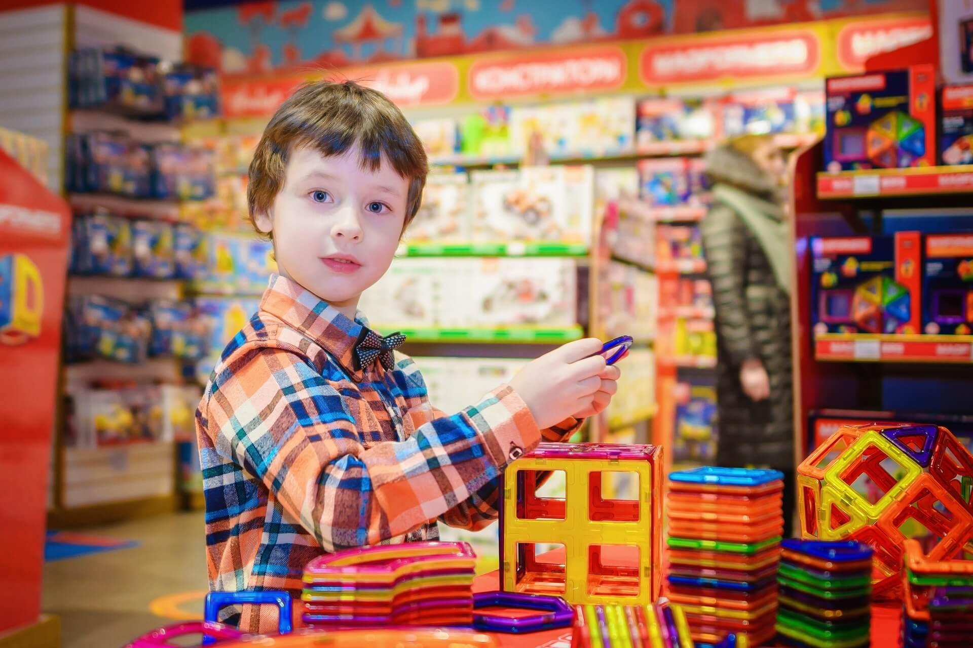 vaikas-zaislai-parduotuve-poreikiai.jpg